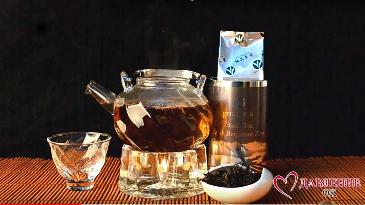 Черный чай в бергамотом в чайнике